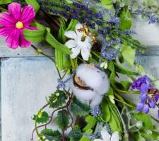 COTTON PLANT AND WILD FLOWER WREATH ON TWIG BASE, 10 IN RIM,